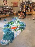 Sandra, trabajando en la decoración del mar amántico.