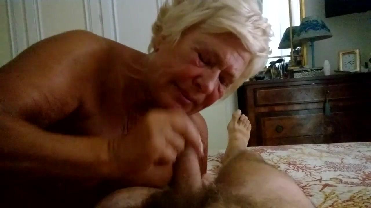 Pompino al marito della moglie 75enne  AmaPorn
