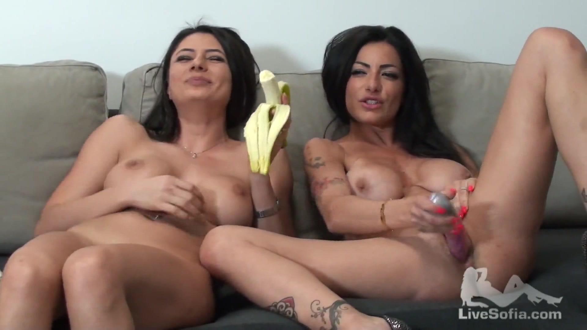 Lesbo show tra Priscilla Salerno e Sofia Cucci 2  AmaPorn