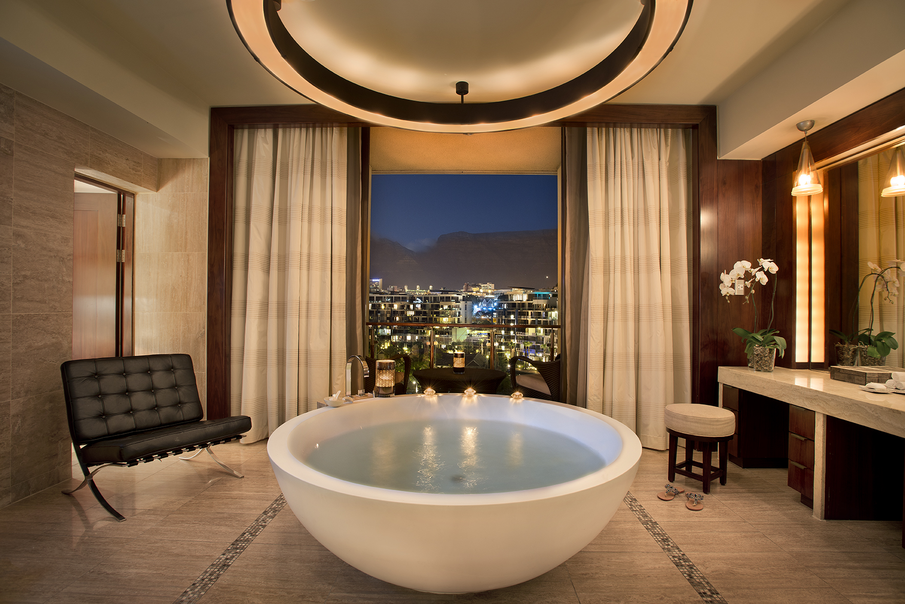Discover The Worlds Best Luxury Bathrooms