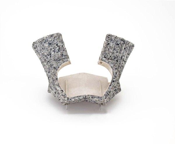 Schmuck. Brooch granite, silver, plata de Edu Tarin. Arte. Joyería Barcelona. Joyería Contemporánea. contemporary jewelry. art in jewelry. Jewelry design