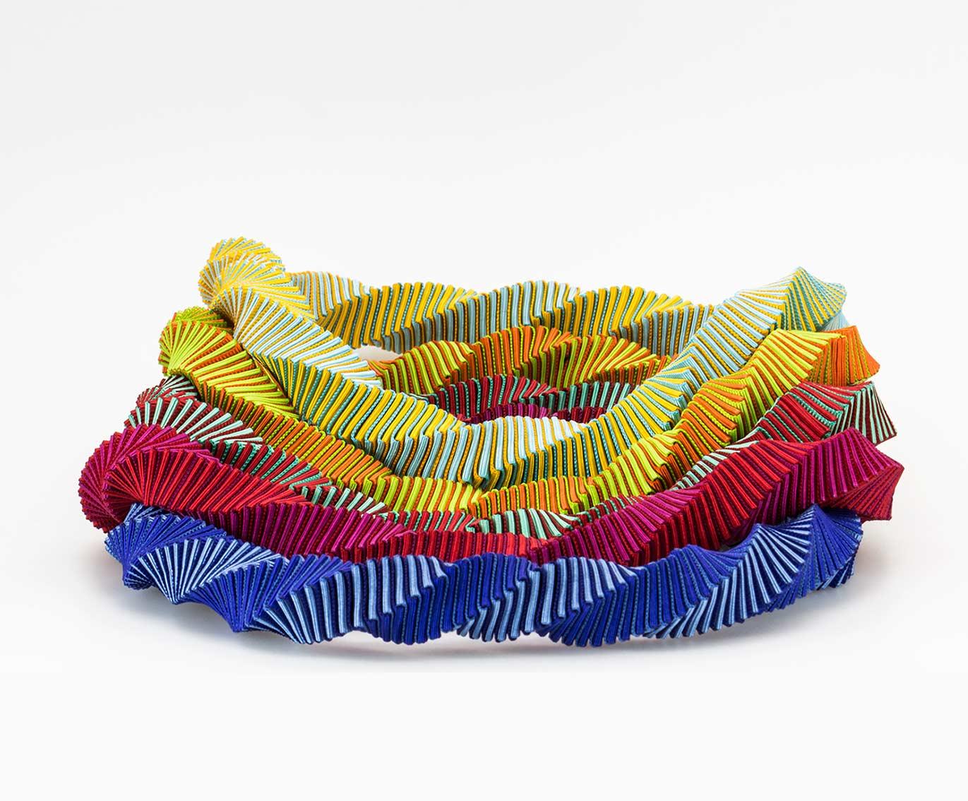 Handmade garland necklaces. Collar guirnalda , Joyería Barcelona. Collar Textil