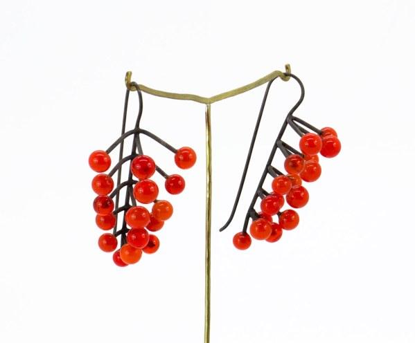 cristal . Joyería. Joyas. Artesanía_ Barcelona. Joyas diseño. joyería contemporánea. Silver. Plata. Glass berry red