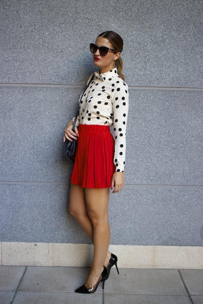 falda plisada camisa corazones compañia fantastica amaras la moda chloe borel zapatos 9