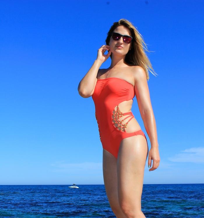 Dolores Cortés trikini coral Amarás la moda  2