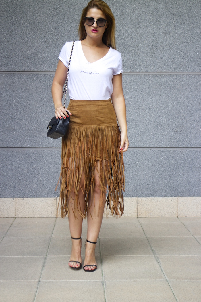 JustFab falda flecos sandalias chanel bag Prada sunnies amaras la moda Paula Fraile