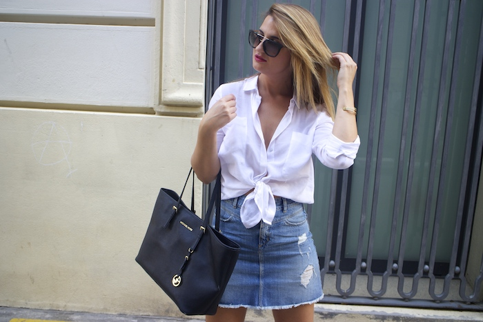amaras la moda white blouse denim skirt sandals zara michael kors bag paula fraile7