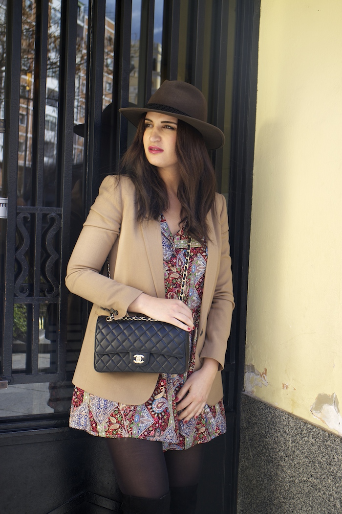 fashion pill dress camel blazer Zara chanel bag hat Paula Fraile amaras la moda fashion blogger5