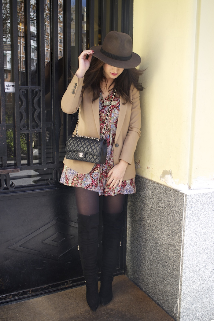 fashion pill dress camel blazer Zara chanel bag hat Paula Fraile amaras la moda fashion blogger6