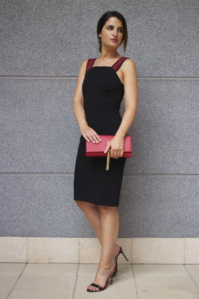 versace dress amaras la moda back carolina herrera heels yves saint laurent bag.5