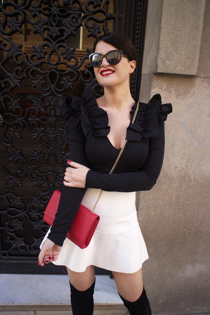 camiseta volantes hombro Zara zara blanca bolso yves saint laurent paula fraile chanel sunnies amaras la moda6
