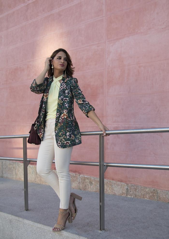 chaqueta flores top pantalón gucci bolso coach amaras la moda paula fraile13