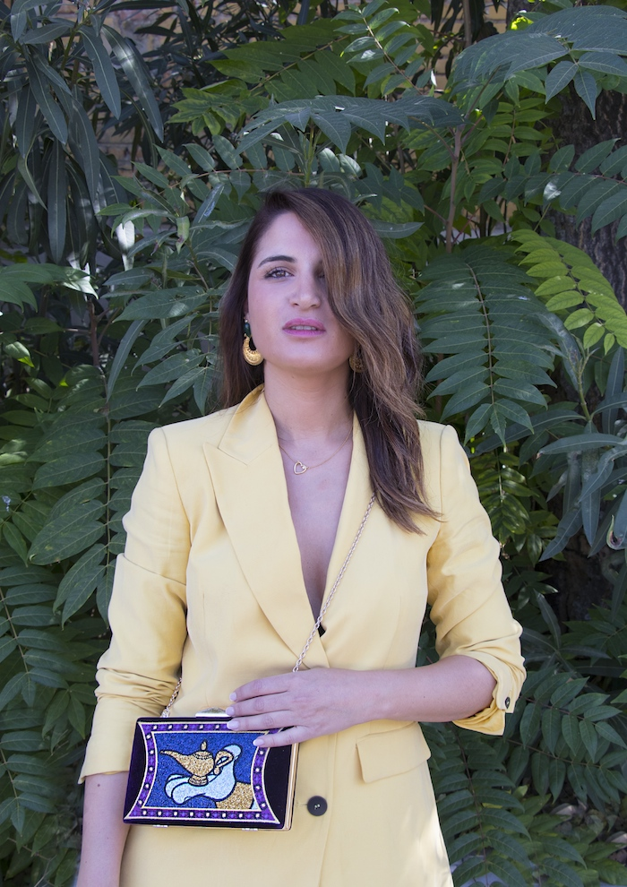 traje amarillo bolso danielle nicole amaras la moda paula fraile