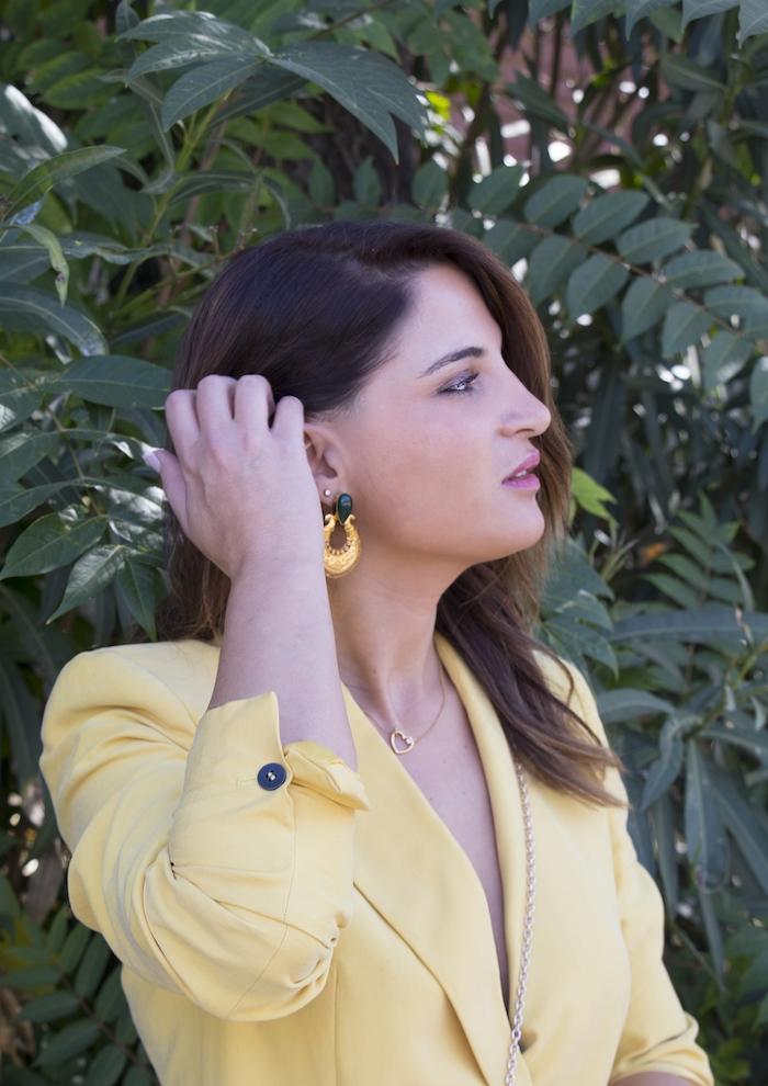 traje amarillo bolso danielle nicole amaras la moda paula fraile2