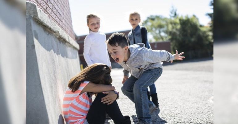 วิธีสอนลูกไม่ให้แกล้งเพื่อน