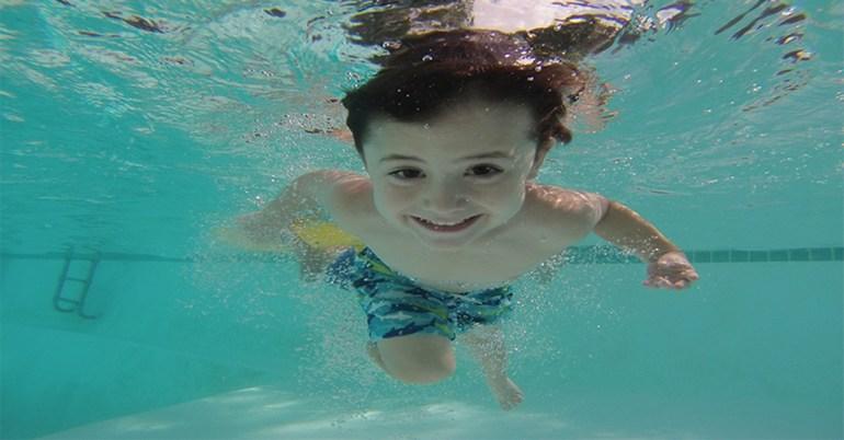 เด็กไทยว่ายน้ำเป็น