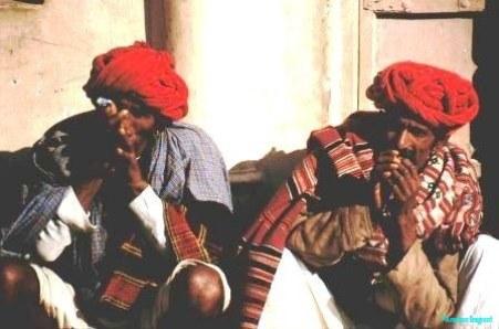 Reprobates-enjoying-a-chillum-Pushkar-Rajasthan-India