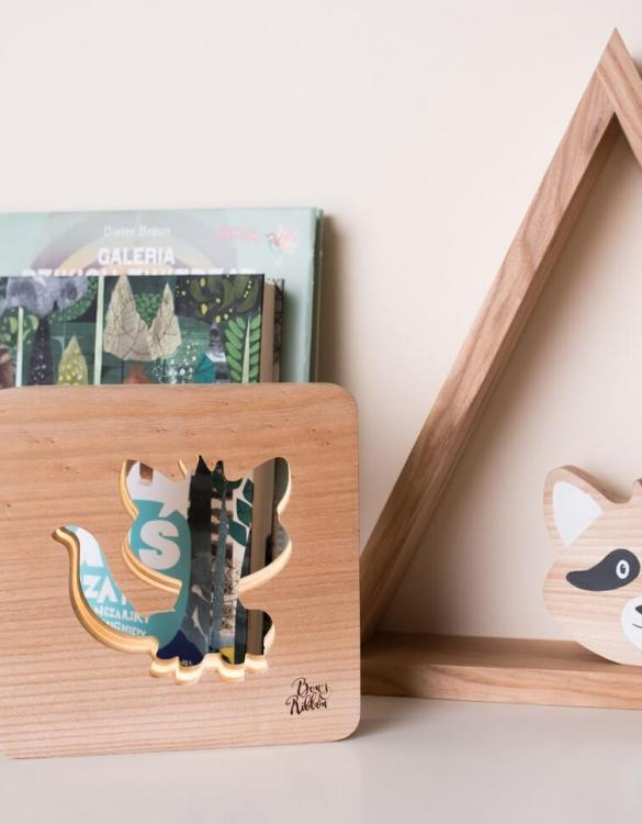 With a delicate warm light to bring a lot of joy and coziness to the child's room, the Raccoon Nursery Lamp will comfort your little one when falling asleep or to join them during sleepovers or to decorate their room.