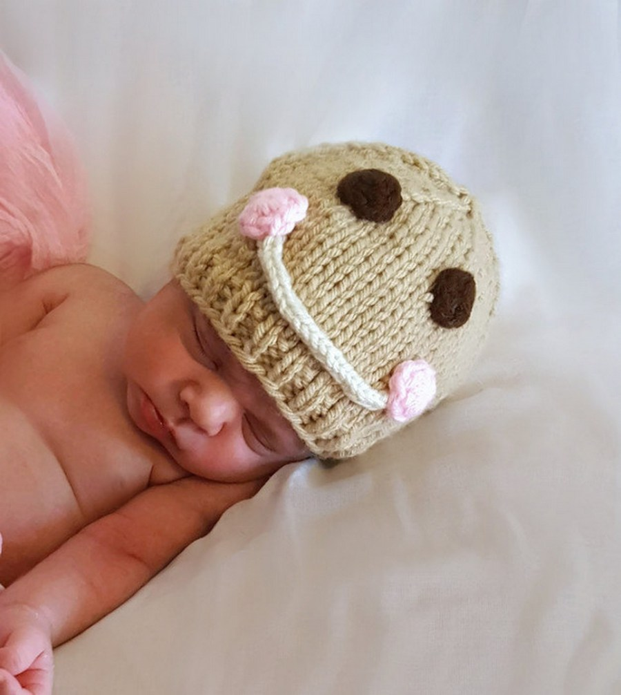 When it comes to making things for new moms and their babies, we nearly always prefer making things by hand.