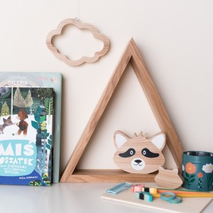 Shake up baby's playtime with the Decorative Bookshelf Wood Toy, created especially for clutching hands and curious mind.