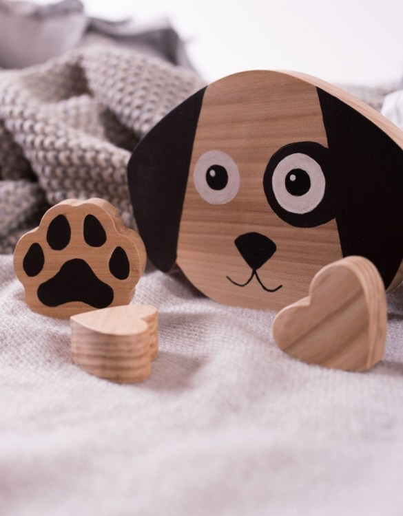 Shake up baby's playtime with the Dog Wood Toy, created especially for clutching hands and curious mind.