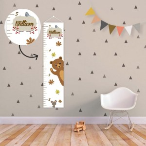 A perfect way to keep track of your little one's growth, the Forest Animals Personalised Baby Growth Chart will brighten up any child's bedroom as well as provide a fun way to measure height.