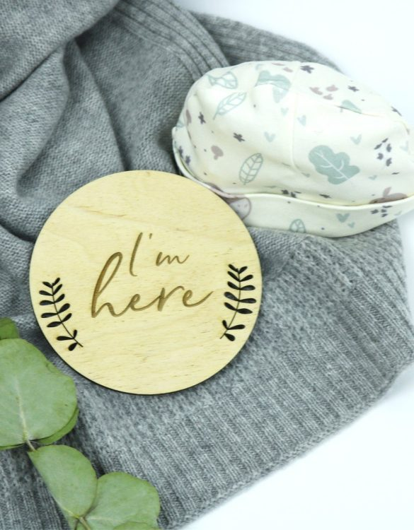 A lovely new baby or birthday gift for a child, the I'm Here Baby Wooden Plaque would make a lovely addition to a baby or child's room.