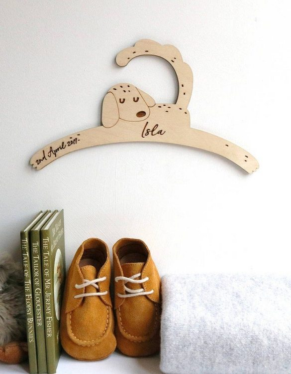 A sweet way to hang your baby clothes or to use as an everyday storage solution, the Little Dog Baby Coat Hanger adds a touch of elegance to your wardrobe or downstairs coat closet.