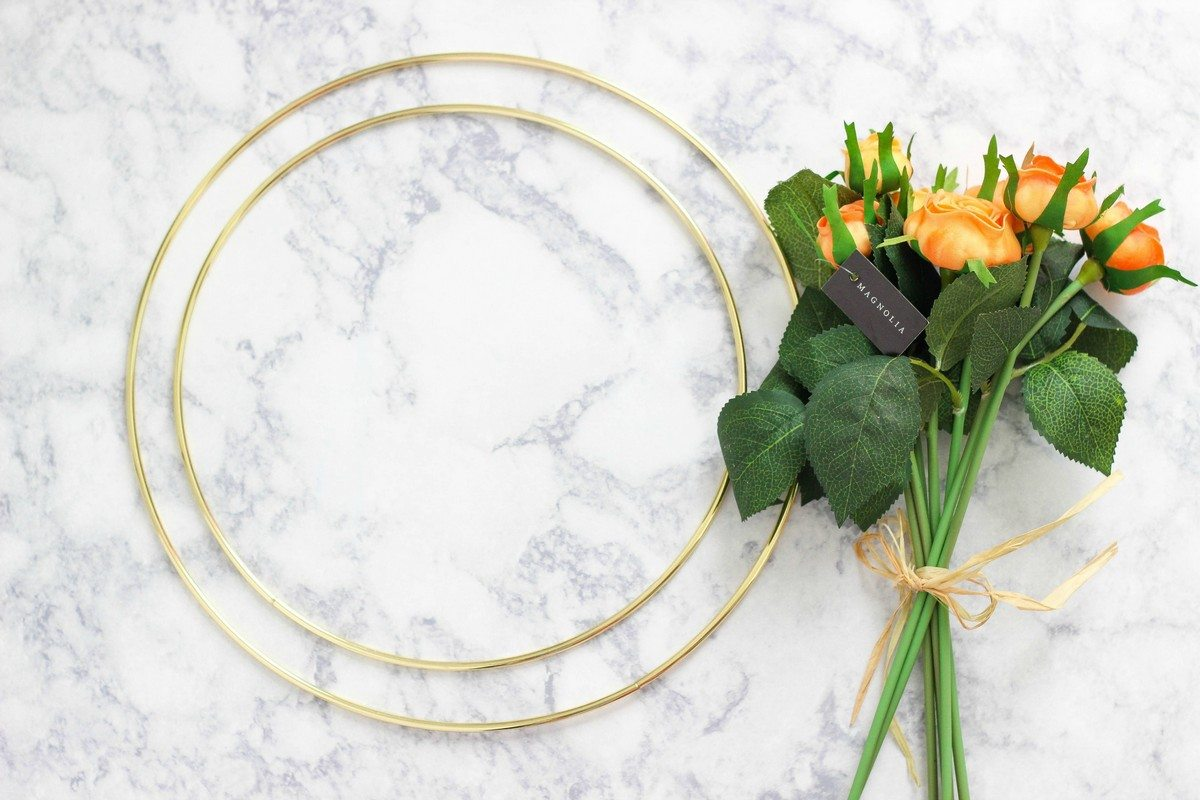 Looking for a floral wreath for some occasion? Be it seasonal decor, party or a special day, these DIY floral wreath ideas will inspire you.