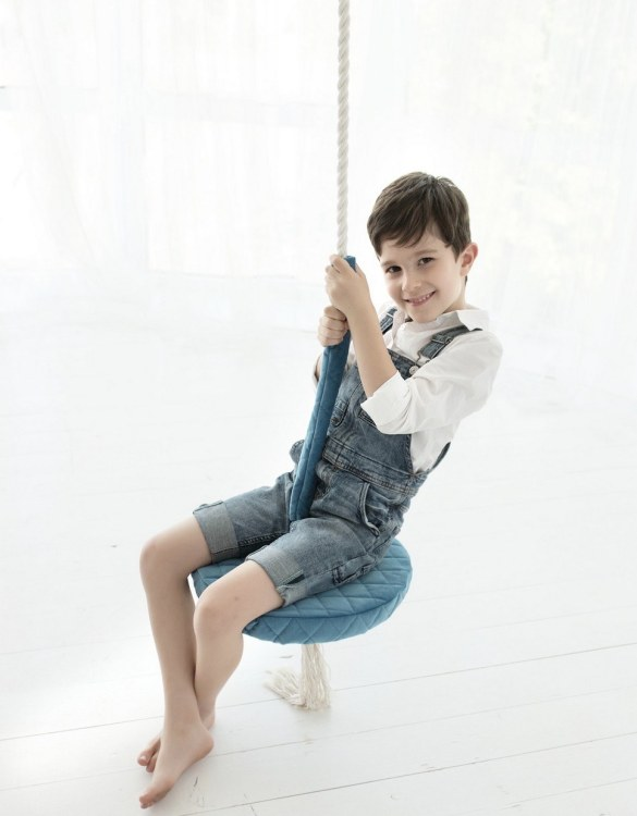 A lovely gift for a little girl or boy, the Ice Blue Velvet Round Wooden Swing Set is perfect for home, backyard or terrace use.