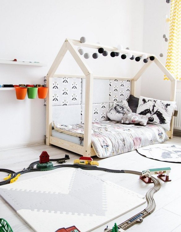 Turn bedtime into a magical adventure with this charming little bed house. The Kids Bed House Milla M is an elegant wooden bed designed to become the focal point of your bedroom. An amazing place for children where they can sleep and play.