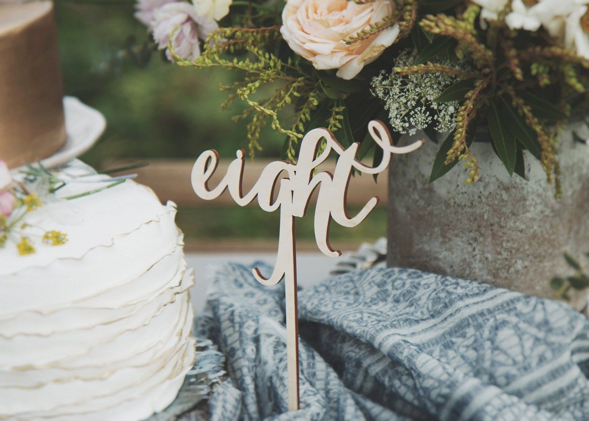 Getting ready for a fall wedding? We keep sharing the coolest ideas for you and we hope that you enjoy them. Today I'd like to show the ultimate fall wedding centerpieces that are suitable for different wedding styles, from boho to lux decadent.