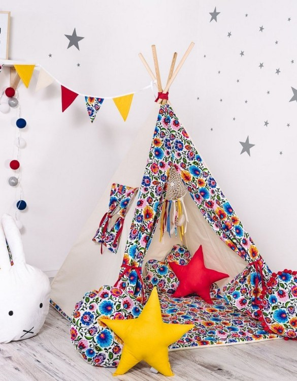 Give your little one the space they need to let their imagination flow with the Child's Teepee Set Folk & Roll. This handcrafted children's teepee tent is a versatile play space which is as beautiful as it is fun.