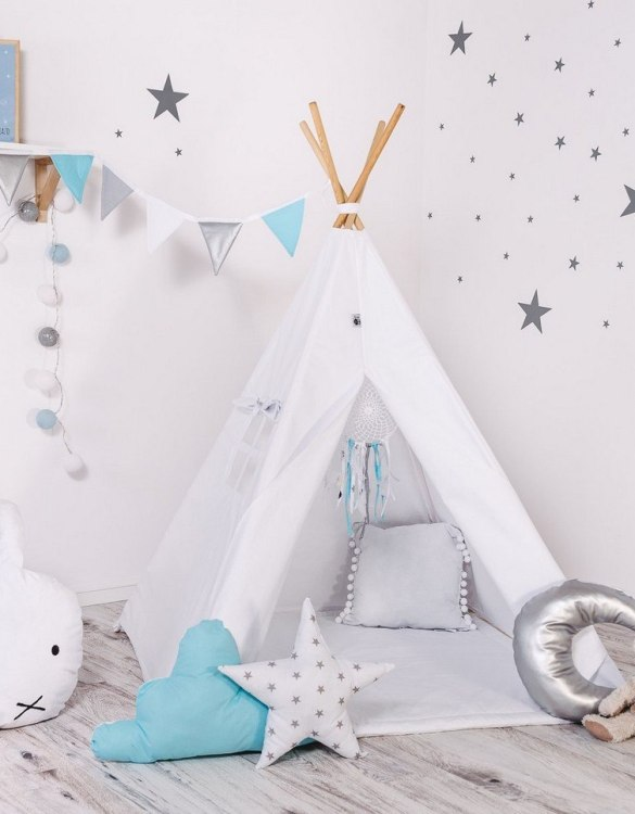 Give your little one the space they need to let their imagination flow with the Child's Teepee Set Paint Me. This handcrafted children's teepee tent is a versatile play space which is as beautiful as it is fun.