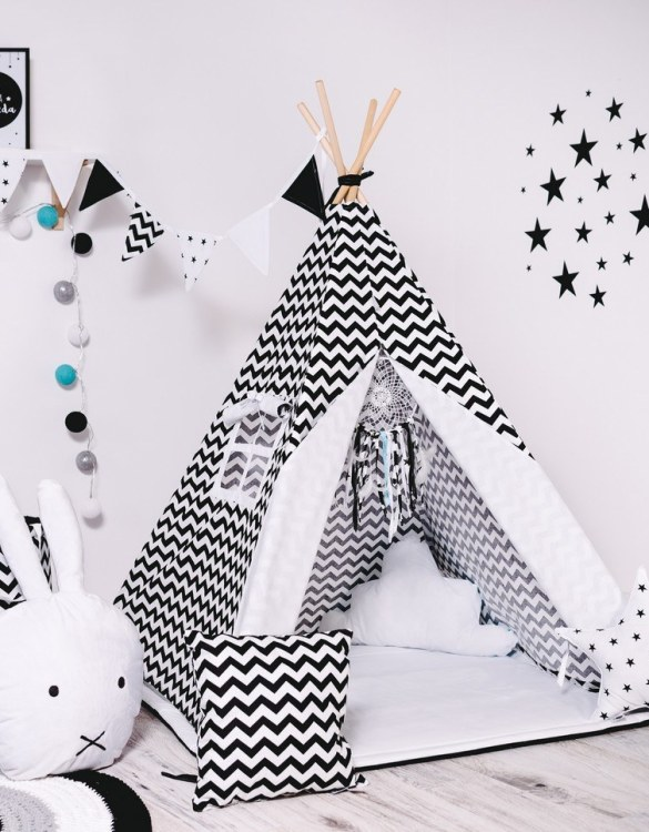 Give your little one the space they need to let their imagination flow with the Child's Teepee Set White Kites. This handcrafted children's teepee tent is a versatile play space which is as beautiful as it is fun.