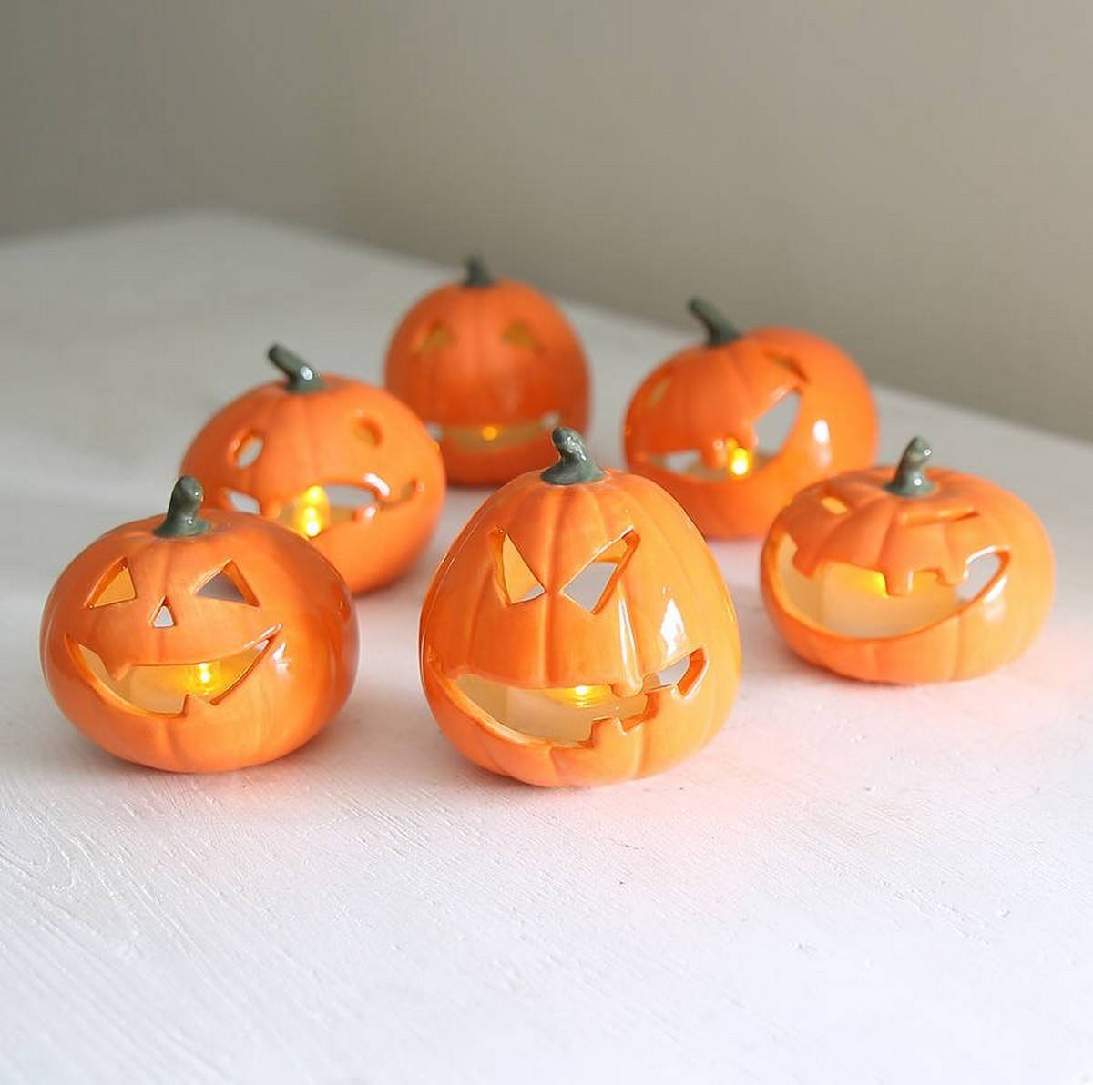 Halloween weddings are extremely special and Halloween bridal showers are no less special!