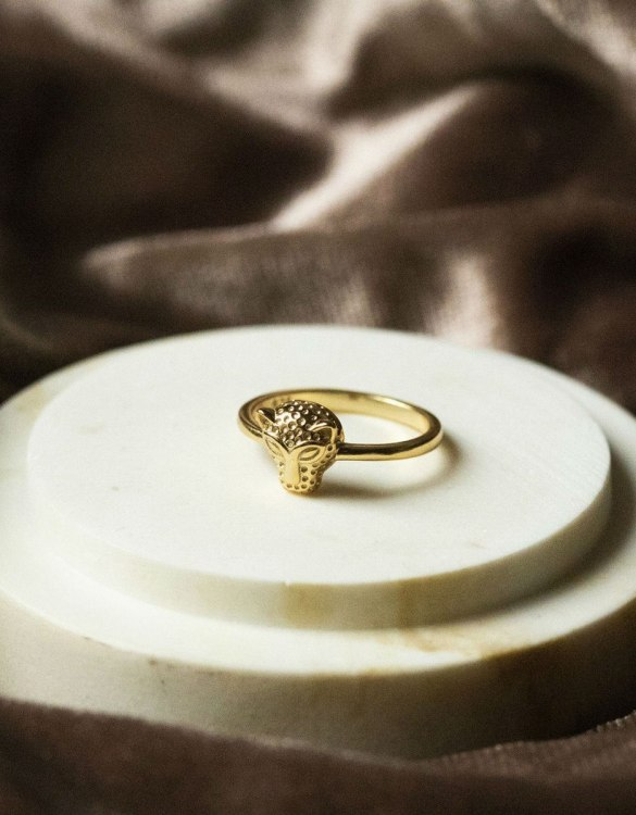 A truly luxurious gift for a friend, or a special treat for yourself, the Jaguar Gold Ring is a cool way to show a little love. It would be a perfect anniversary, Christmas or birthday gift.