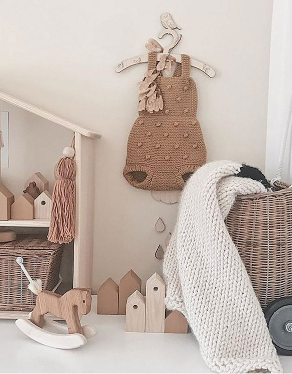 A sweet way to hang your baby clothes or to use as an everyday storage solution, the Little Robin Baby Coat Hanger adds a touch of elegance to your wardrobe or downstairs coat closet.