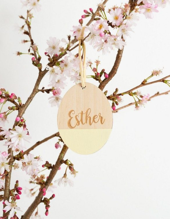 A detailed hanging decoration for Easter, the Customised Engraved Easter Egg Hanging Decoration that everyone will love to keep. Ideal as a way of marking the spring season, these personalised Easter decorations are great accessories for your celebration.