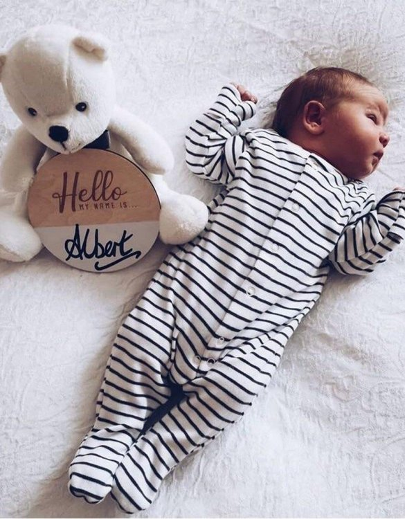 Featuring an intricately engraved design, the Personalised Name Announcement Plaque is the perfect accessory for a child's nursery or bedroom as well as being a thoughtful gift.