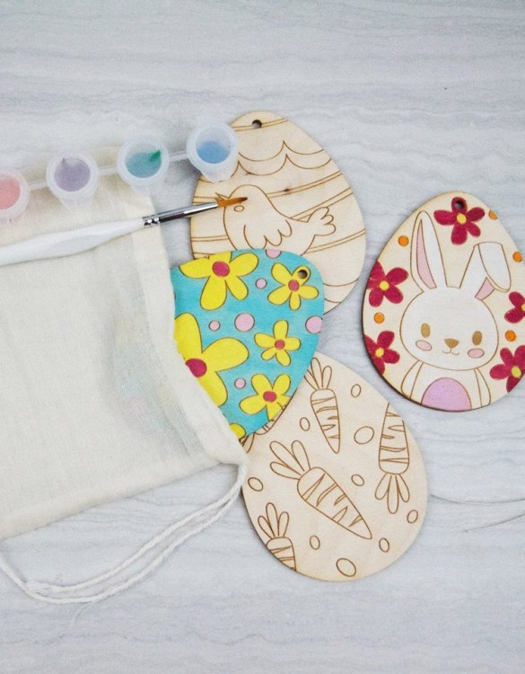 The perfect gift for every young artist, Paint Easter Egg Kit is fabulous for your special ones to decorate and hang in their windows, bedrooms or to send on to loved ones.
