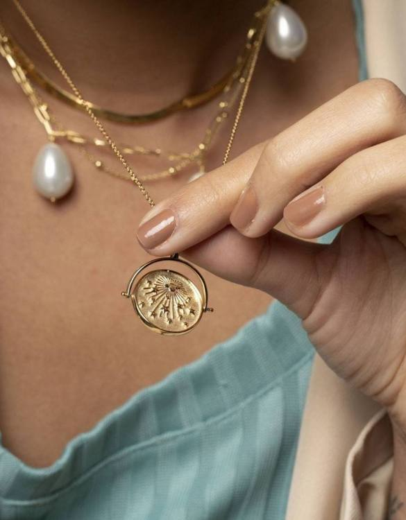 With a sleek, minimal and contemporary design, the Rotating Medallion Gold Necklace is the perfect everyday accessory for effortless elegance. This special sterling silver necklace has been designed to represent happiness, so whoever wears can be set on the path to joy.