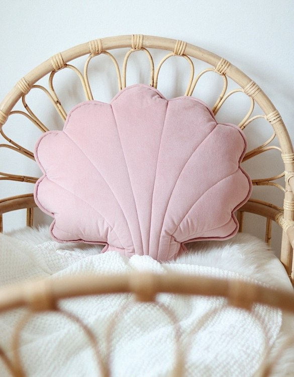 A great way to brighten up your child's room, the Soft Pink Big Velvet Shell Cushion is perfect for colour lovers young and old, equally at home in an eclectic living room or a teenage bedroom. Brighten up your child's room or play space with this playful and charming character.
