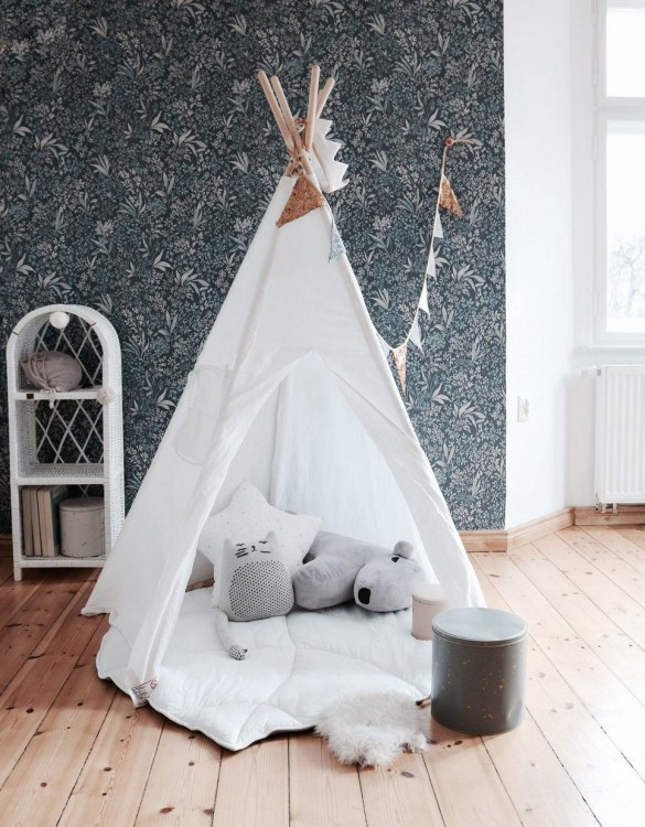 A beautifully handcrafted playtent for little adventurers, the White Children's Play Teepee is a versatile play space which is as beautiful as it is fun. Younger children will enjoy playing camp, hosting a tea party and allowing their imagination to run free (a shop one day a space rocket the next!).