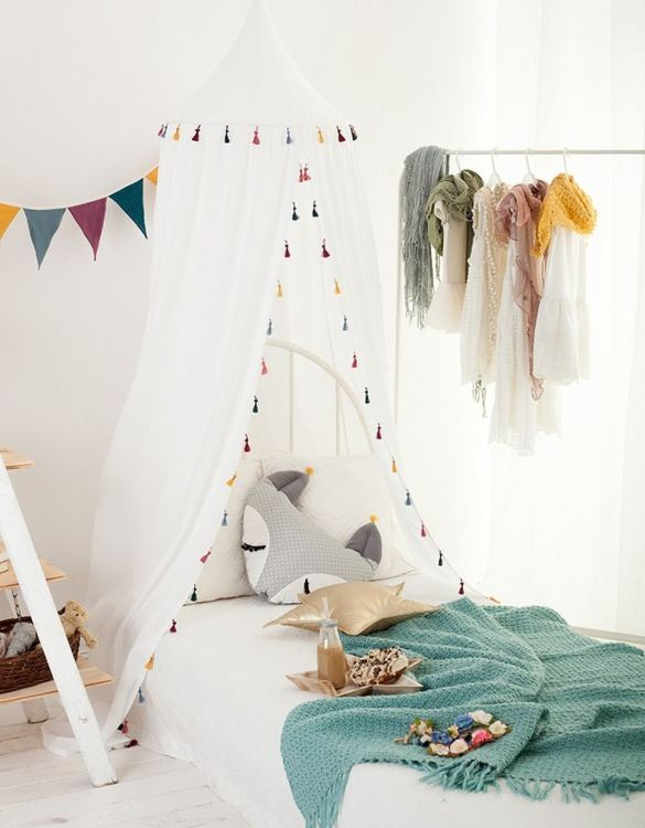 A super cosy retreat, the Boho White Children's Canopy with Tassels creates a fun fairytale-like environment in your child's bedroom. This hanging tent can be a castle, a spaceship, a reading nook, but also a great decoration for your house.