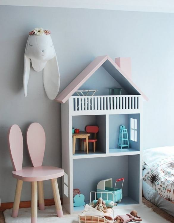 Created for encouraging imaginative play, the Doll's House Shape Shelf Unit is the perfect new home for your doll and their friends. A lovely Christmas gift for a child age 3+ and an ideal 3rd birthday present.