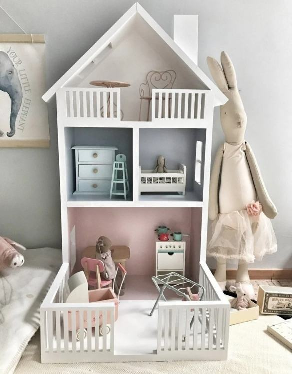 Created for encouraging imaginative play, the Doll's House Terrace Shape Shelf Unit is the perfect new home for your doll and their friends. A lovely Christmas gift for a child age 3+ and an ideal 3rd birthday present.