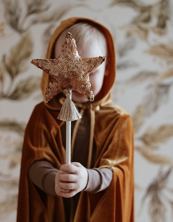 The perfect gift for endless wear, the Gold Magic Cape is a favourite choice for godmothers to gift at Christenings and of course a super Christmas gift for children who love dressing up. Perfect for dressing up at a Halloween or a super Hero costume party.