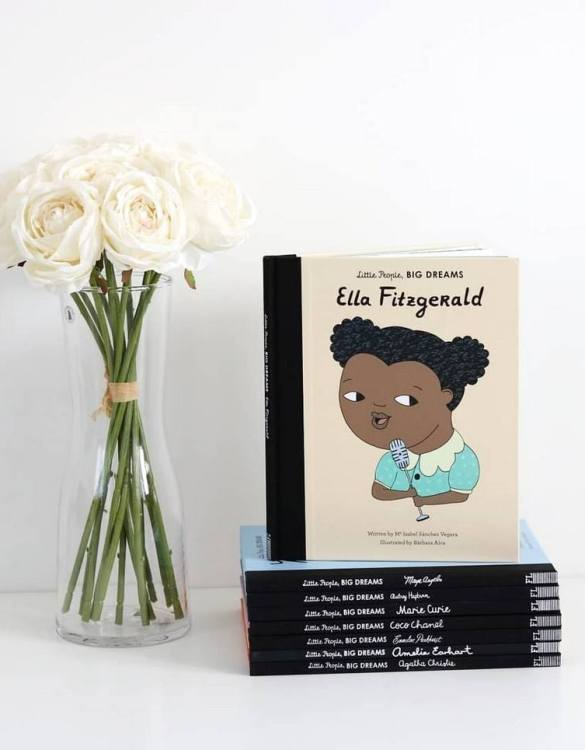 A great gift book for young people, the Little People, Big Dreams: Ella Fitzgerald Children's Book will be a joy a read and keep as a personal and lasting record of time spent with friends both in and out of school.