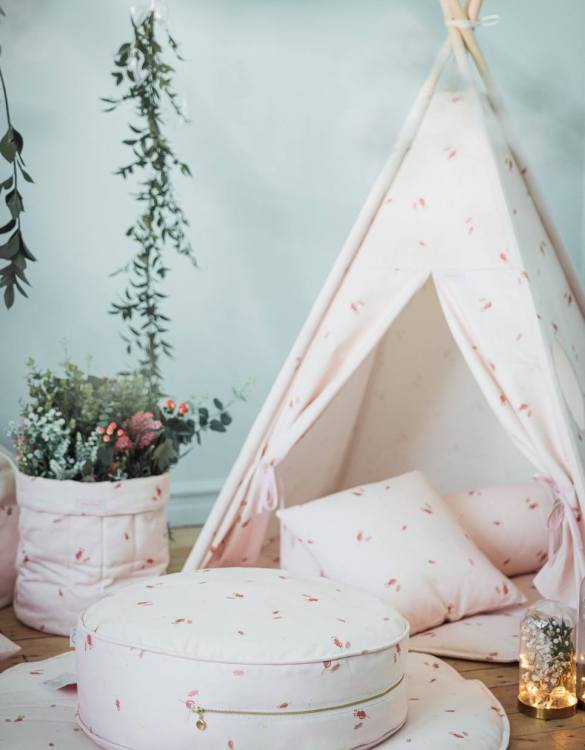 A stunning addition to a children's bedroom, the Misty Rose Children's Ottoman will instantly lift and create interest in any room in your home. A beautiful small ottoman stool, also perfect as a foot stool in a magical nursery theme.